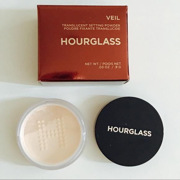 72f7312f4c0db ✨HOURGLASS✨ Veil™ Translucent Setting Powder